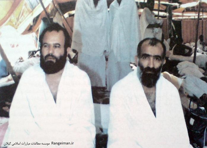 ایت الله ربانی املشی در کنار ایت الله محلاتی در سفر حج