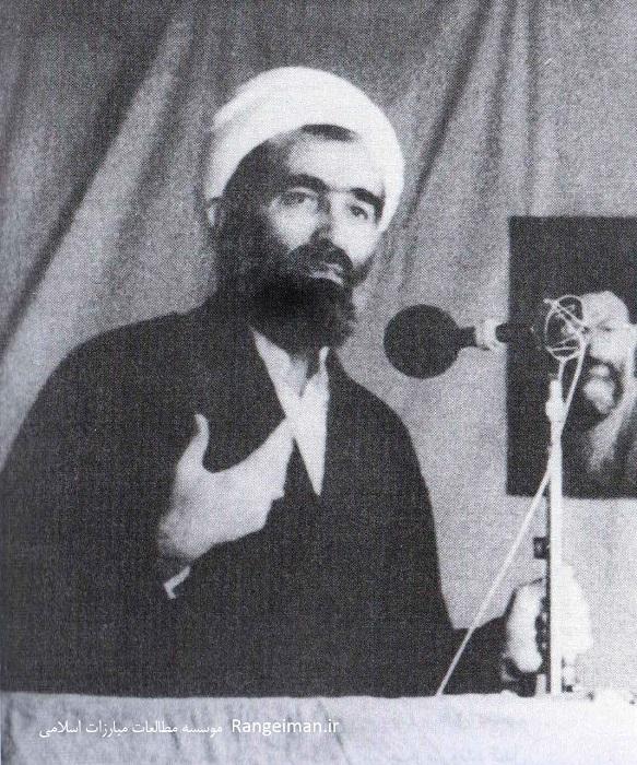 ایت الله ربانی املشی در حال اقامه خطبه های نماز جمعه تهران