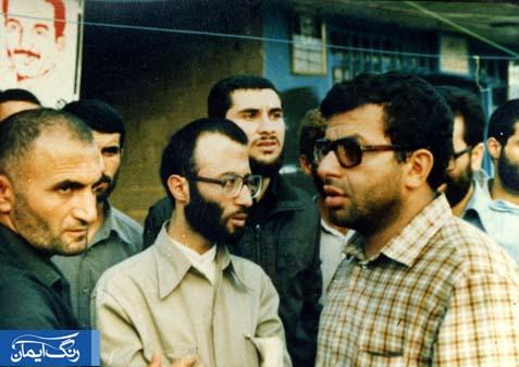 کسی که در سمت چپ شهید کریمی ایستاده، حاج غلامرضا قانع فر مسئول وقت جهاد استان در کنار ایشان است.