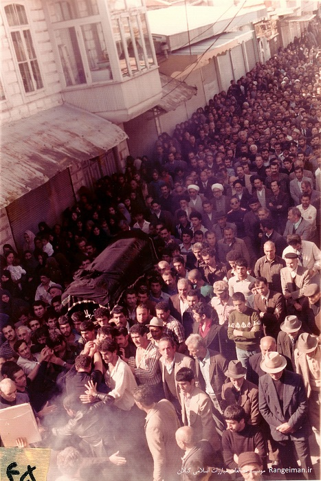 تشییع جنازه آیت الله پیشوایی 1 آبان 1357-بندر انزلی-حضرات احسانبخش، سید حسین رودباری، حجتی در تصویر دیده می شوند