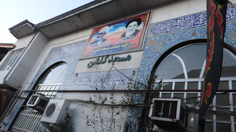 تصویر مرحوم رضایی و مرحوم آیت الله بحرالعلوم بر دیوار مسجد گلشن - بازار رشت