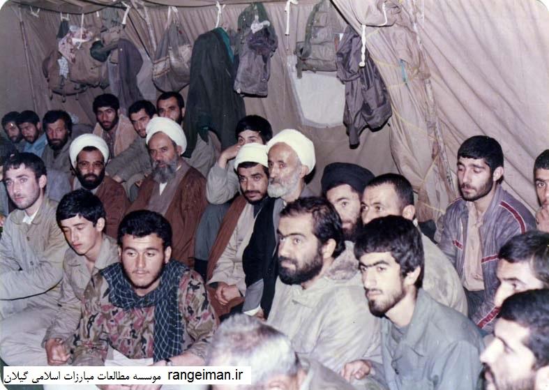دیدار با رزمندگان گیلان حجت الاسلام قدس امام جمعه سیاهکل و حجت الاسلام یکتا در تصویر دیده می شوند- سال 1365