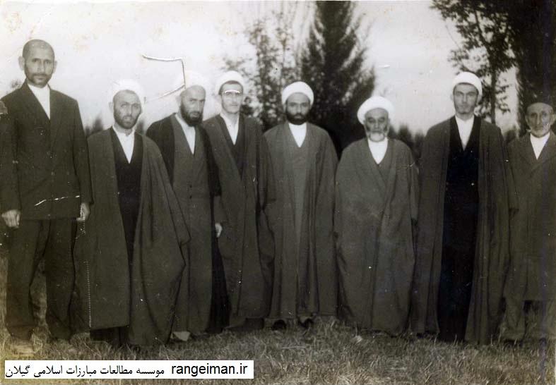 از راست آقایان حبیب الله ایراندوست، یوسف صدیق، موسی یکتا، عظیم یکتا، محمد اشجری، عبدالکریم محمدی، تقی اکبری و قلی زاده