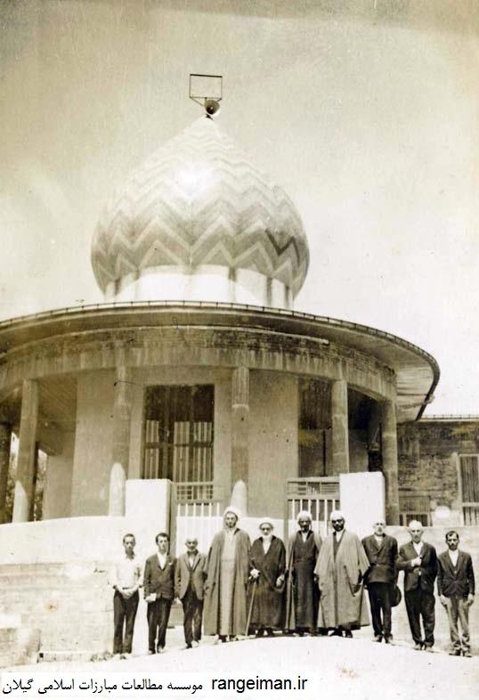 روحانیون از راست عظیم یکتا، حاج آقا موسی یکتا، صدیق عربانی-جمشید خیرخواه، مسجد جعفری صومعه سرا