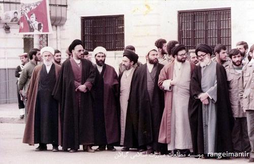 تجمع روحانیون و علما در شهرداری رشت - آیات حجتی و سیدمجتبی رودباری در تصویر دیده می شوند
