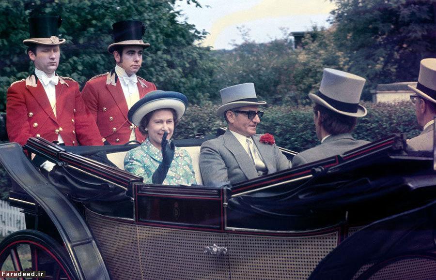 سفر محمدرضا شاه پهلوی به انگلستان و دیدار با ملکه انگلیس- با کلاه انگلیسی کالسکه ملکه الیزابت- ۲۱ ژوئن ۱۹۷۲