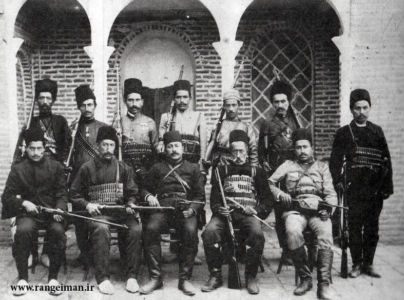 نشستگان برادران میرزا کریم خان رشتی- از راست
